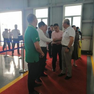 C919飞机总设计师、中国工程院院士吴光辉,太原理工大学校长、中国工程院院士黄庆学一行莅临我司视察指导